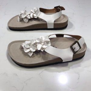 Biosoft white floral thong sandals Sz 37